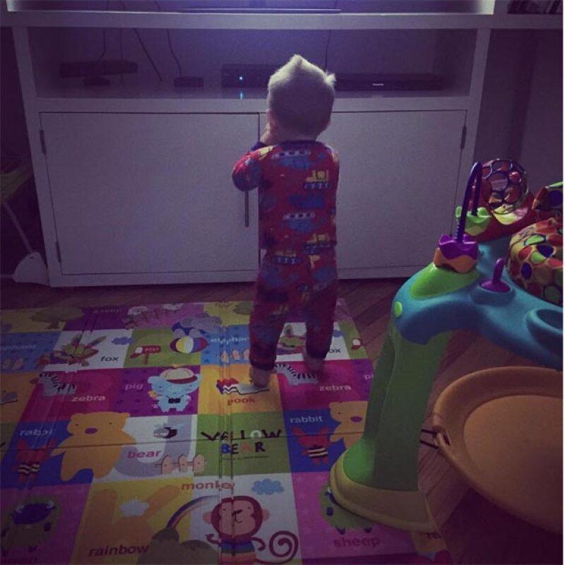 Sandra Echeverría está celebrando el primer cumpleaños de su hijo Andrés y a través de su cuenta de Instagram la actriz le dedico una emotiva felicitación.