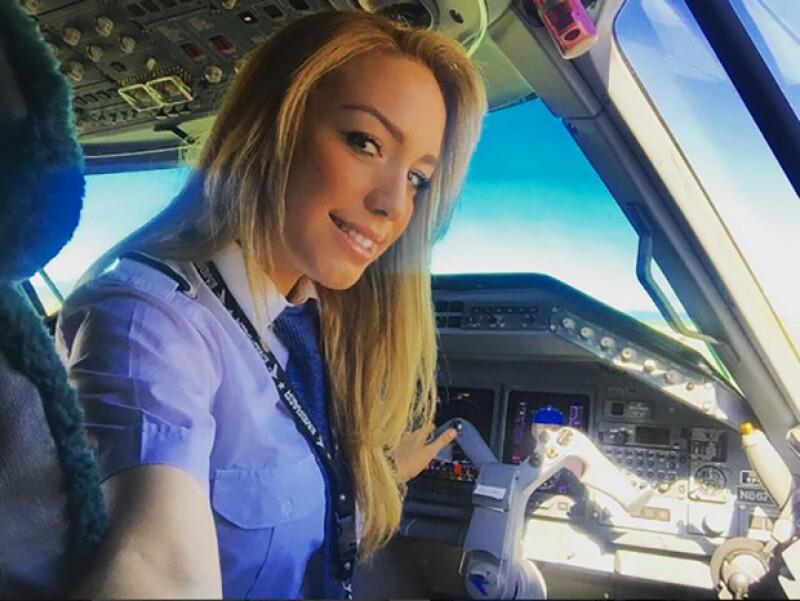 Ella es Alejandra, la piloto mexicana que los medios internacionales aseguran que ha flechado al futbolista.