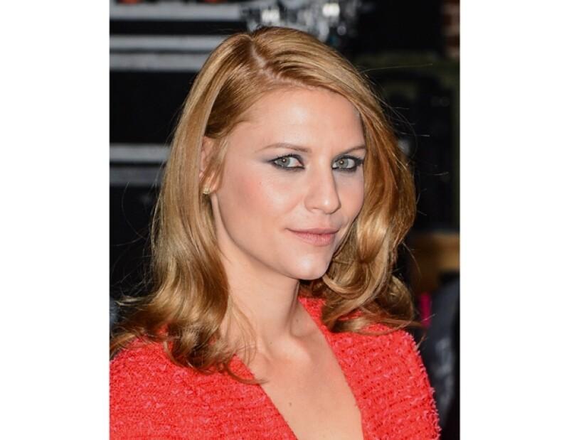 Claire Danes estrena un look más sensual, antes (foto de la derecha) lo traía más rubio.