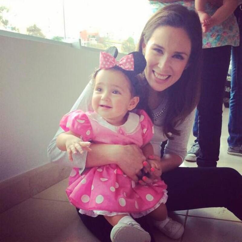 """Su orgullosa y guapa mamá compartió a través de Twitter algunas fotografías del festejo que estuvo inspirado en """"Minnie Mouse""""."""