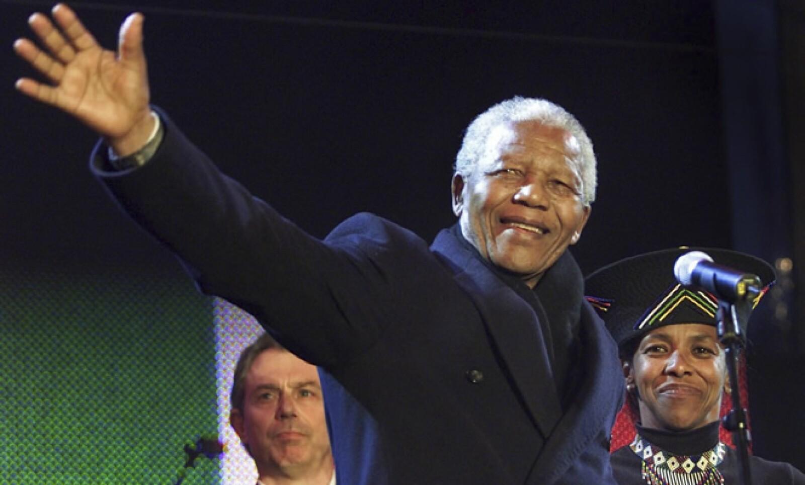 """""""El tiempo de sanar las heridas ha llegado. El momento de cruzar los abismos que nos dividen ha llegado"""", pronunció Mandela en su discurso de asunción al convertirse en el primer presidente negro de Sudáfrica en 1994."""