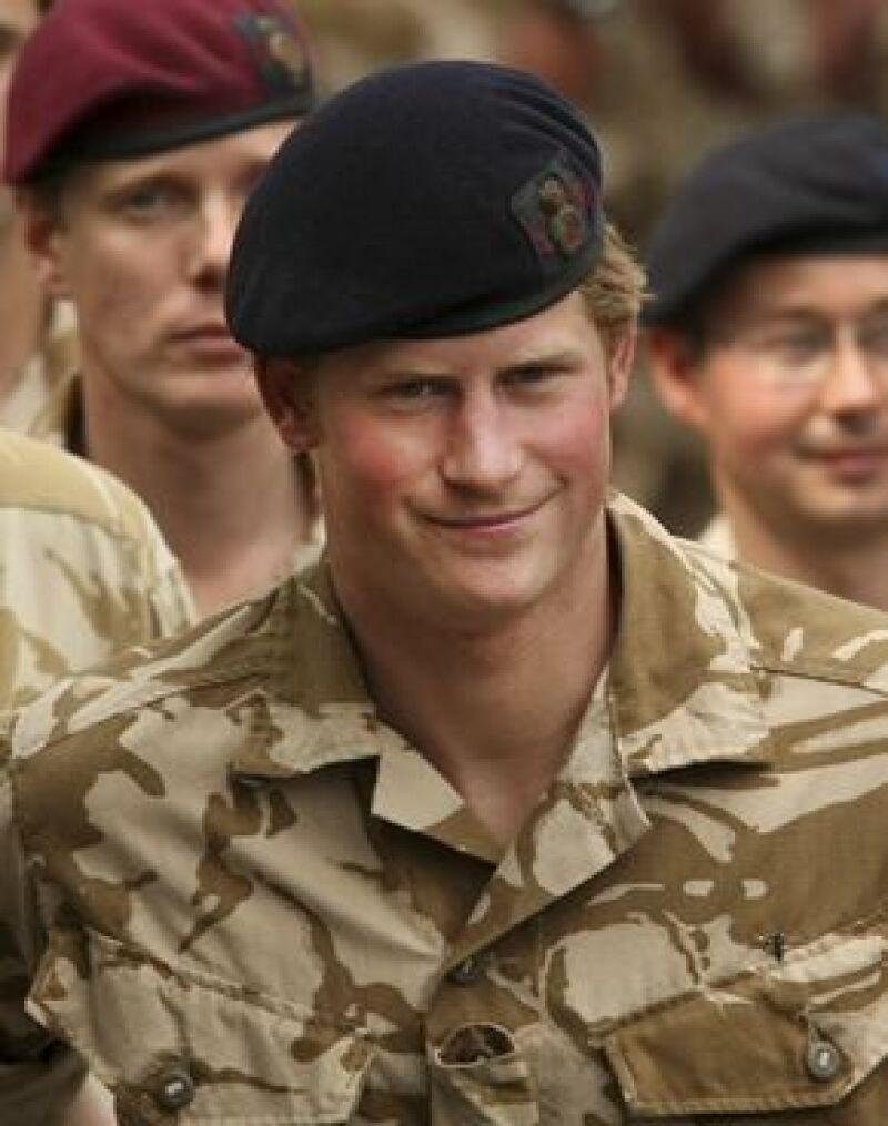 El nieto de la Reina Isabel II se presentó como voluntario para incorporarse al Cuerpo Aéreo del Ejército.
