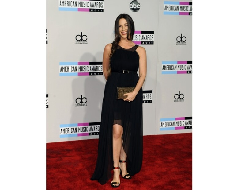 Alanis Morissette aseguró que se siente muy contenta de estar esta noche en los American Musica Awards.