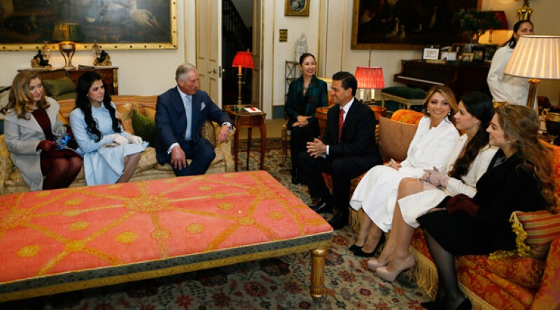 Las hijas de Enrique Peña Nieto y Angélica Rivera conocieron al príncipe Carlos de Gales en su residencia oficial.