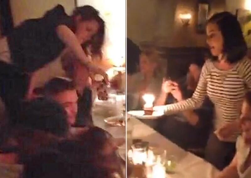 Primero fueron vistos en un karaoke y al día siguiente en el cumpleaños de la asistente de Katy Perry. Aunque no se les ha visto besarse es casi un hecho que esta pareja está unida de nuevo.