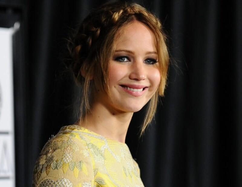Al parecer, la joven actriz está muy segura de su talento y con humor, se atreve a decirle a sus rivales que no la vencerán en la próxima entrega del Oscar, esto durante Saturday Night Live.