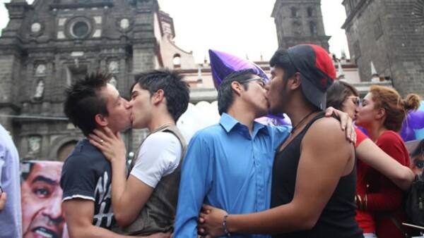 Poblanos protestan contra la homofobia