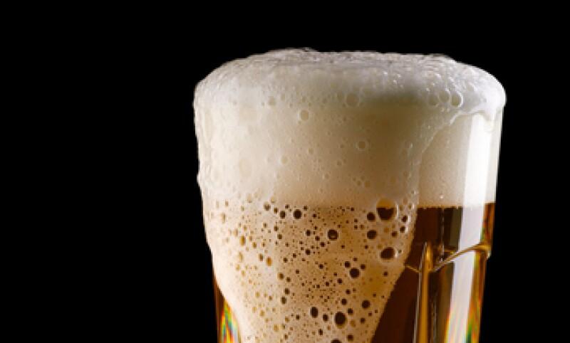 El grupo cervecero reforzará la comercialización de sus productos especiales como Tecate Titanium y la XX Radler, para incrementar sus ventas. (Foto: Getty Images)