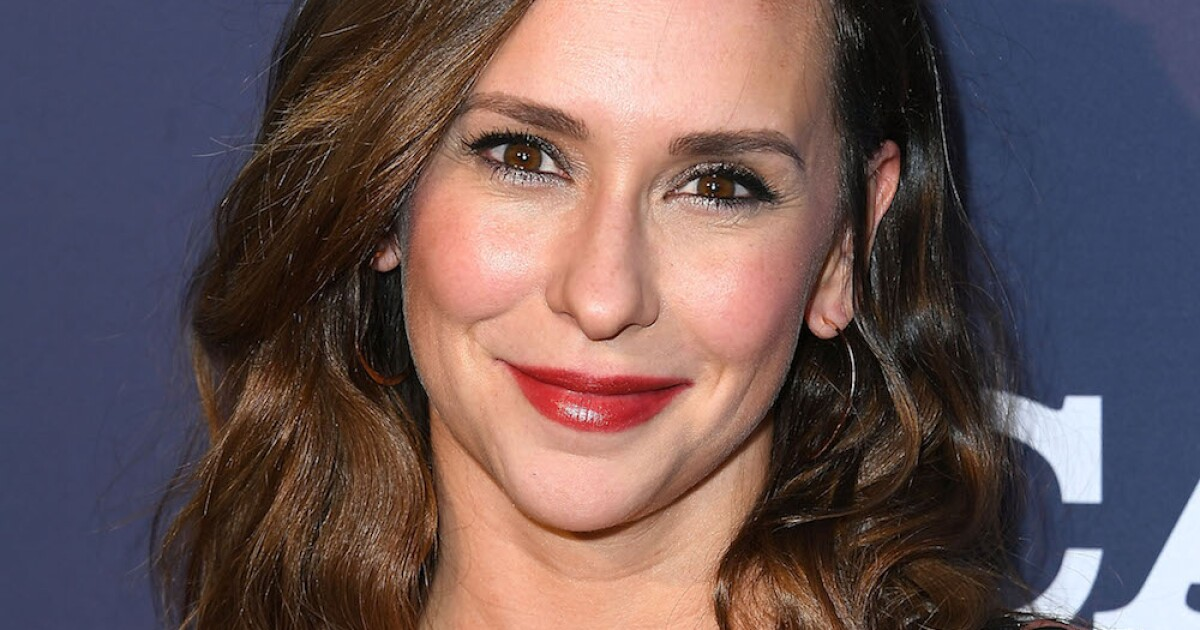 Jennifer Love Hewitt denounces sexist comments about her body