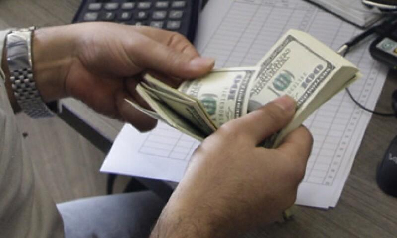 Banco Base prevé que este lunes el tipo de cambio fluctúe entre 12.72 y 12.81 pesos por dólar. (Foto: Getty Images)