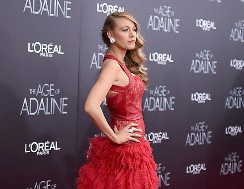 Balke Lively asistió a la premiere de su nueva película The Age of Adaline, luciendo muy guapa como siempre en un vestido Monique Lhuillier, a menos de cuatro meses de haberse convertido en madre.