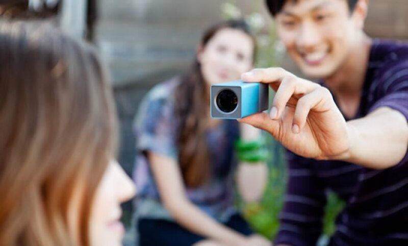 La cámara Lytro, a diferencia de las cámaras convencionales que capturan un simple plano de luz, capta el campo total de la luz. (Foto: Cortesía lytro.com)