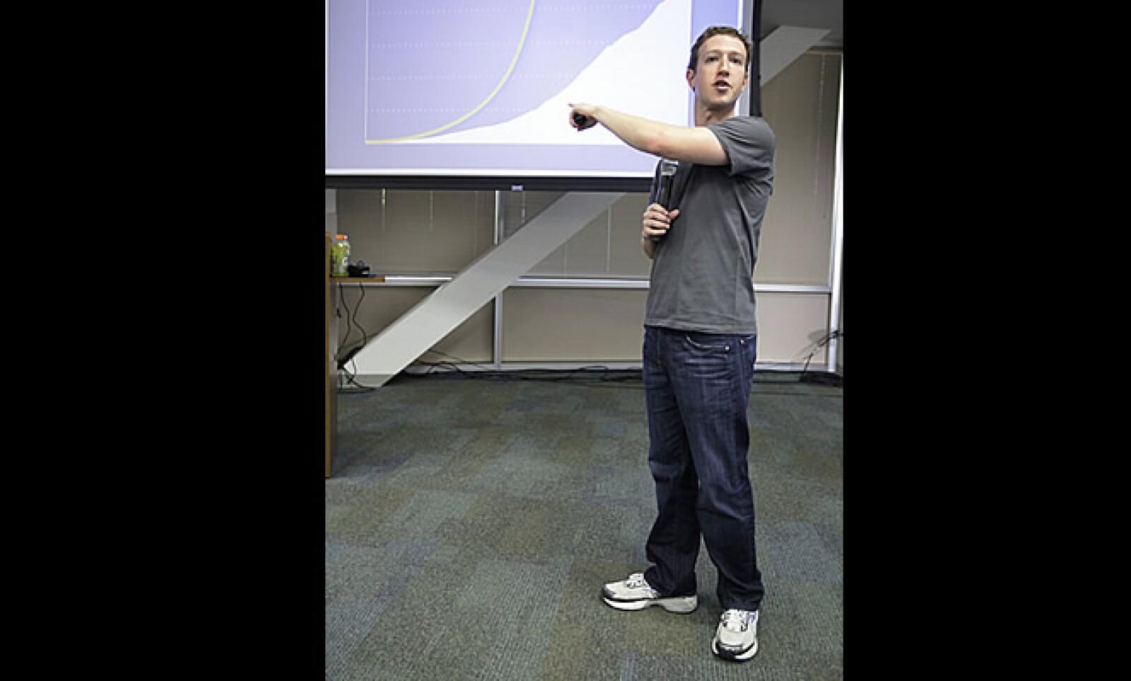 El fundador de Facebook se ubica en la primera posición de la lista de 'Hombres de tecnología peores vestidos', según un artículo de la revista estadounidense GQ. Su fortuna se acerca a los 13,500 millones de dólares, según Forbes.
