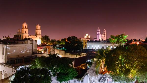 Mérida at night.