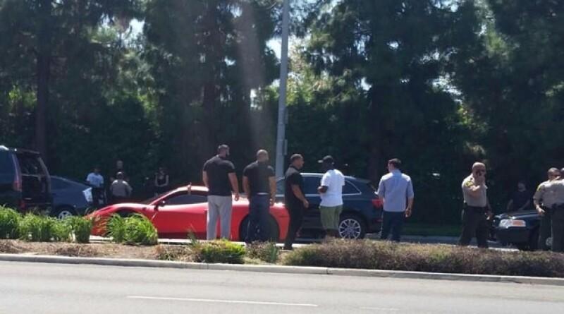 El astro pop frenó su coche de forma abrupta logrando que un fotógrafo que lo perseguía en su propio auto lo golpeara por detrás.