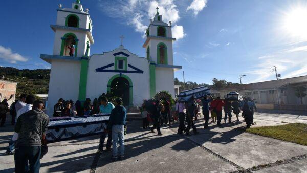 """El pueblo de Alcozacán le dio el último adiós a los últimos 5 hombres de los 10 que fueron asesinados supuestamente por el grupo delictivo de """"Los Ardillos"""""""