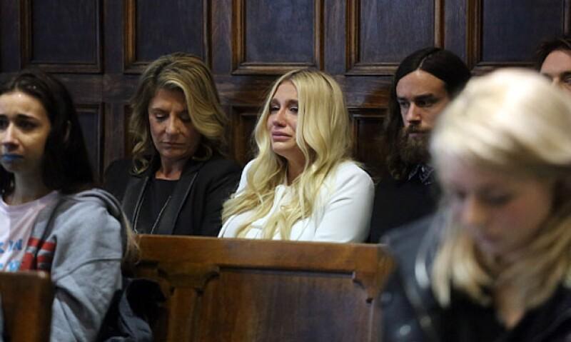 La cantante perdió el caso contra su mánager en los juzgados por falta de pruebas, generando posturas divididas.