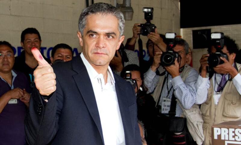 Miguel Ángel Mancera, candidato del Movimiento Progresista votó esta mañana a las 10.05 pm en la casilla ubicada en el número 1795 de la calle Martín Hernández, delegación Benito Juárez, Ciudad de México.