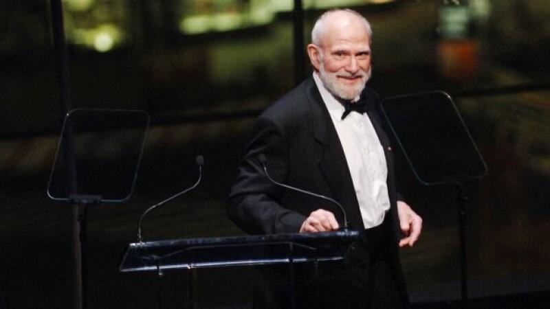 El neurólogo y autor que inspiró uno de los filmes más recordados de Robin Williams murió debido a un melanoma ocular que terminó esparciéndose a su hígado.