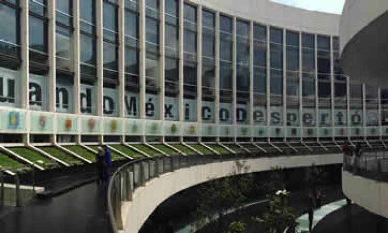 El cartel fue montado en las ventanas de las oficinas de los perredistas. (Foto: Mauricio Torres)