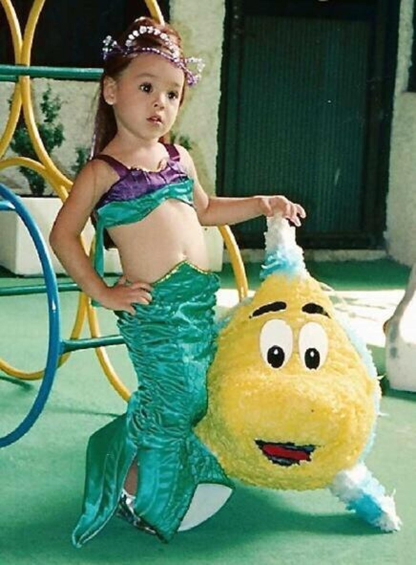 Danna Paola disfrazada de una adorable sirenita.