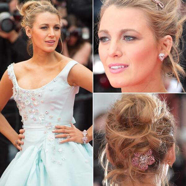 Para la premiere de `Slack Bay´, Blake Lively usó una tiara y aretes de safiros rosas de Lorraine Schwartz.