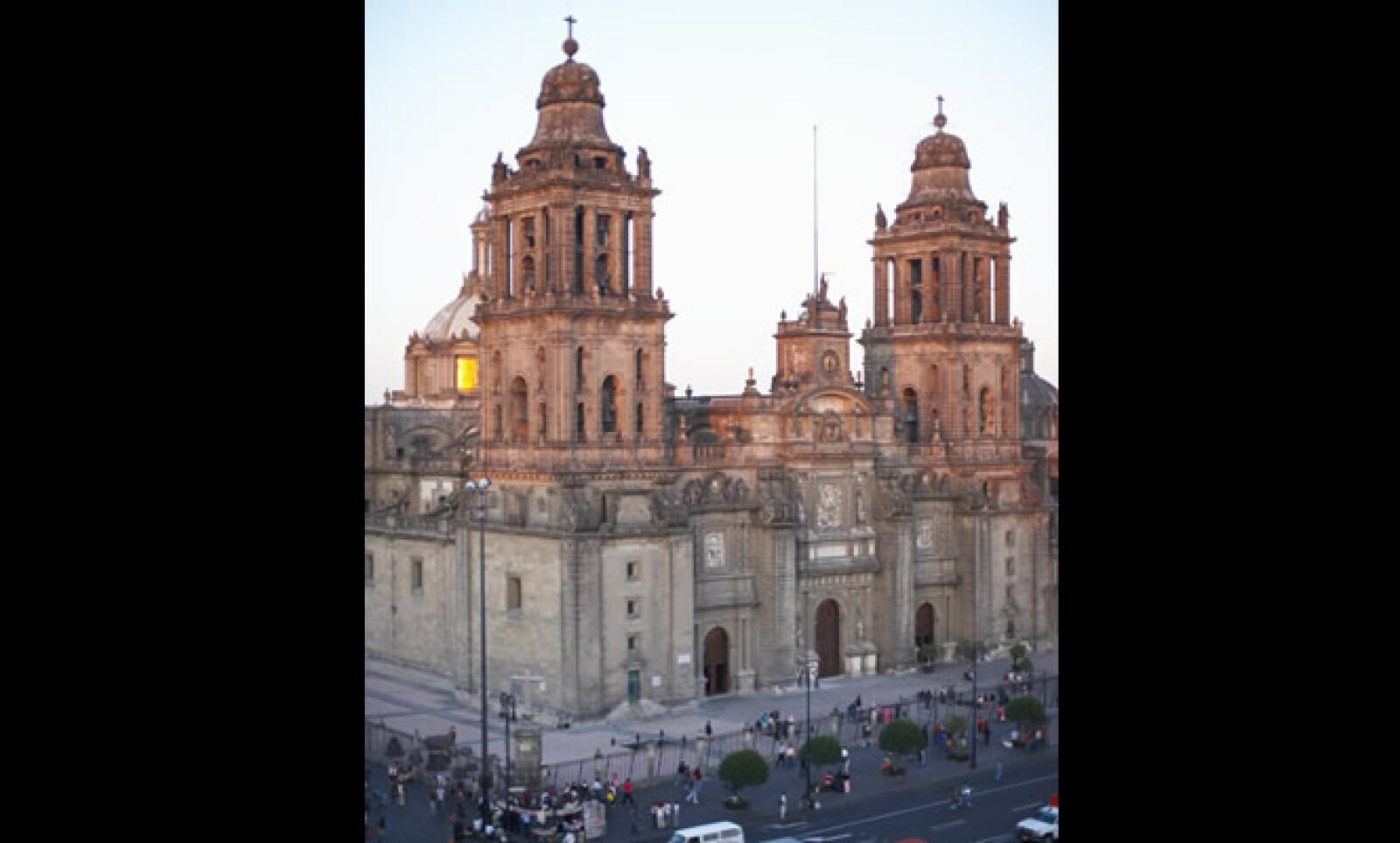 El trabajo de construcción de esta catedral empezaron en 1571, durante la conquista de México por parte de España. El arquitecto español Manuel Tolsá finalizó la construcción hasta 1813.
