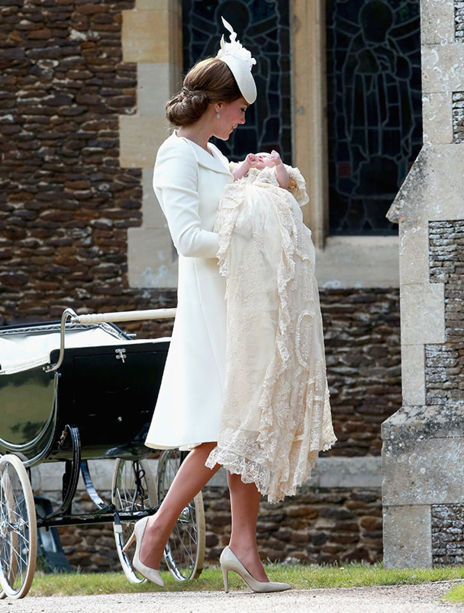 Kate Middleton se dejó ver en un hermoso vestido Alexander McQueen.