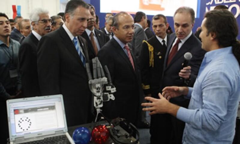 El presidente Felipe Calderón dijo que gracias a los emprendedores se crearon más de 50,000 plazas en julio.  (Foto: Notimex)