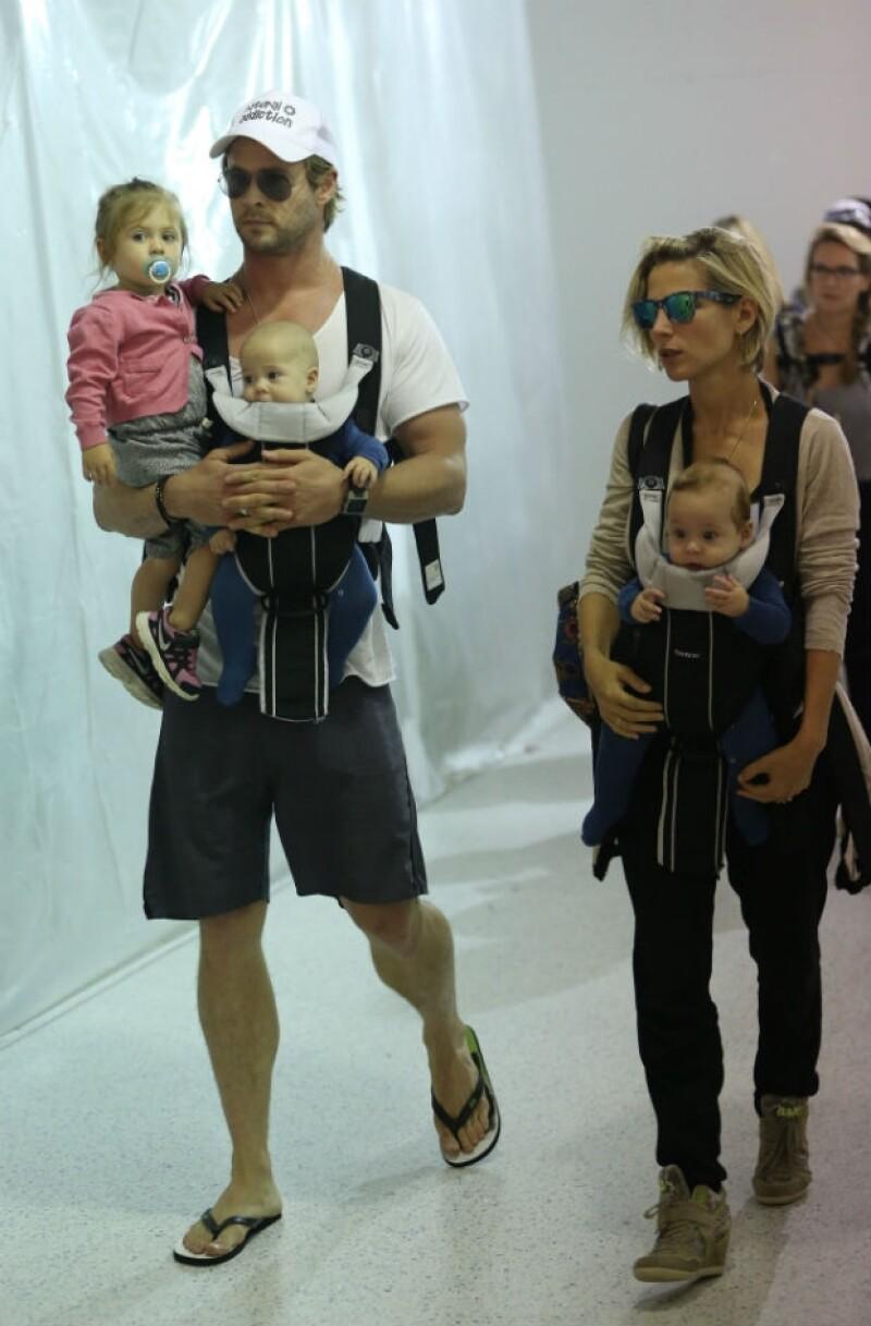 La familia fue captada al arribar al aeropuerto de Los Angeles, California.
