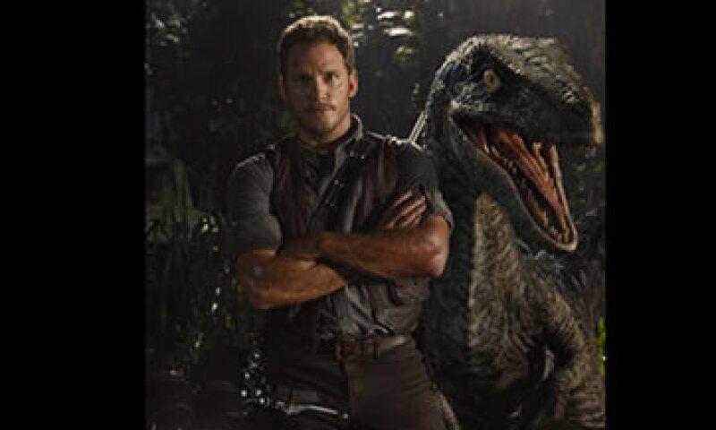 Chris Pratt es el protagonista de esta nueva historia de dinosaurios. (Foto: JurassicWorld.com )