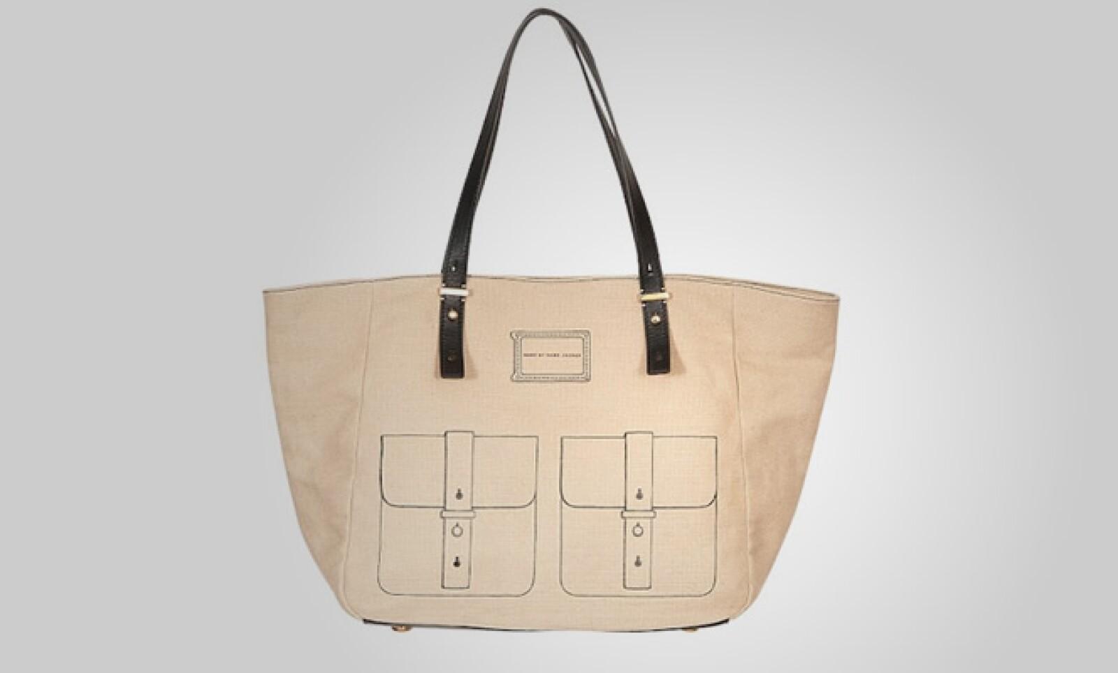 Estilo 'shopper', esta bolsa es ideal para caminar un día por la tarde en una plaza.