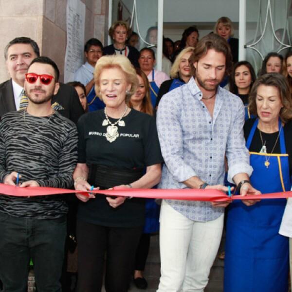 Sonya Santos, Gabriel Ibarzabal, Viviana Corcuera, Sebastián Rulli, Marie Thérèse Arango y Juana Cuevas