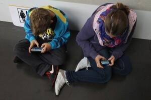 Niños celular