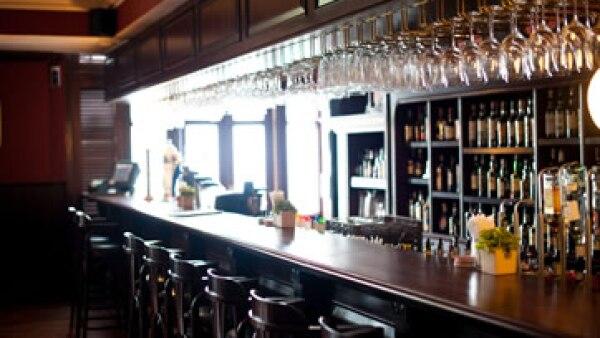 La gente prefiere bares donde vendan vino o cerveza artesanal. (Foto: Shutterstock )