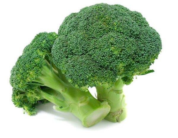 El brócoli está entre las coles que ayudan a la hinchazón en el abdomen.