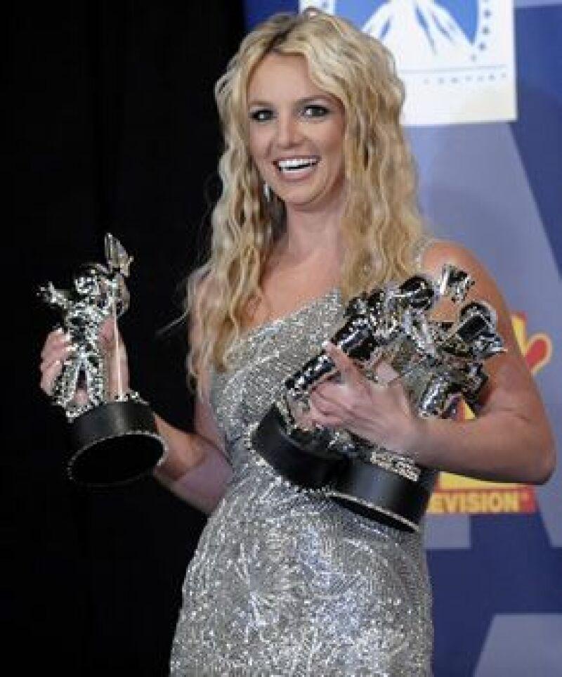 """A diferencia del año pasado, la cantante se llevó la noche al ganar este domingo tres galardones, Mejor Video de Artista Femenina, Mejor Video Pop y Video del año por  """"Piece of Me""""."""