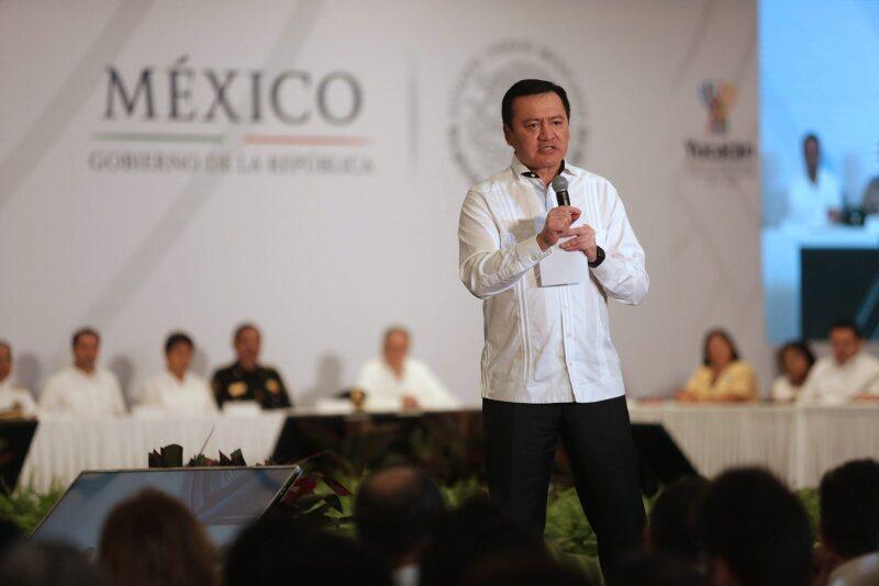 Miguel Ángel Osorio Chong arremetió directamente con la alianza que ha pactado la CNTE con Andrés Manuel López Obrador en Oaxaca.