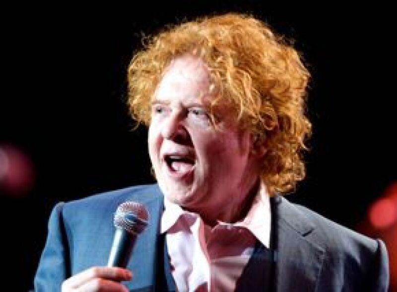 Una fuerte ovación obtuvo el grupo británico, lo que provocó que el cantante Mick Hucknall agradeciera en español la eufórica bienvenida.