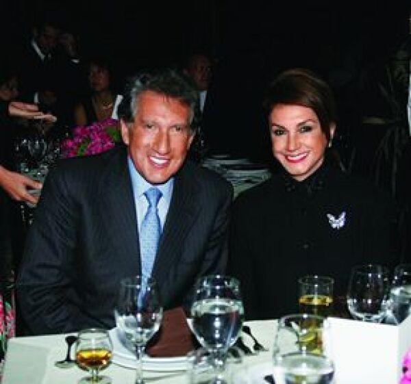 Arturo Montiel acudió acompañado de su esposa, Norma Meraz, a la cena organizada por la Fundación Michou y Mau en junio pasado.