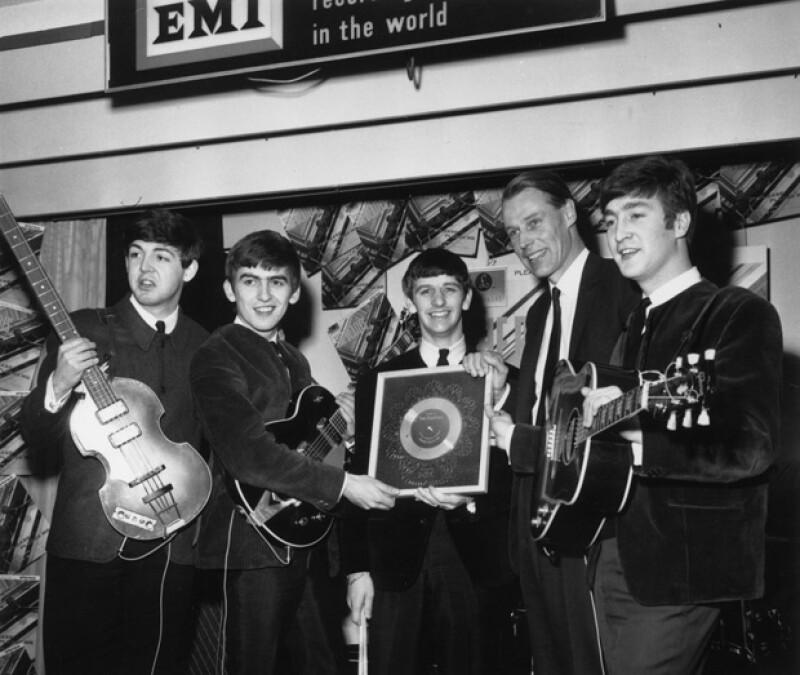 """George, el segundo de la izquierda a derecha, fue considerado como """"El quinto Beatle""""."""