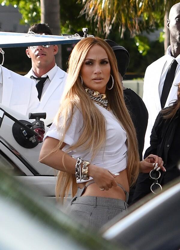 Jennifer Lopez muestra sin reparo su ropa interior durante filmación