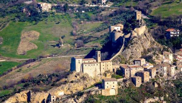 Castillo de Roccascalegna, Italia