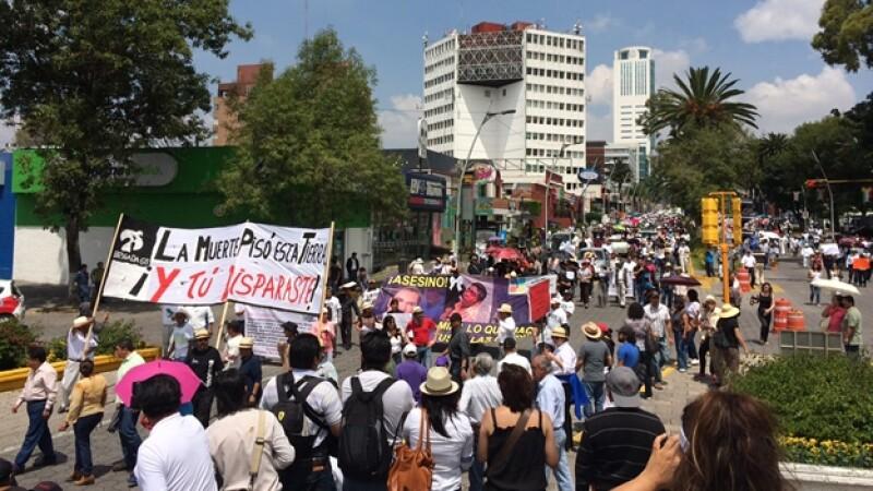 El contingente que salió a las calles de Puebla para exigir la renuncia del gobernador panista Rafael Moreno Valle