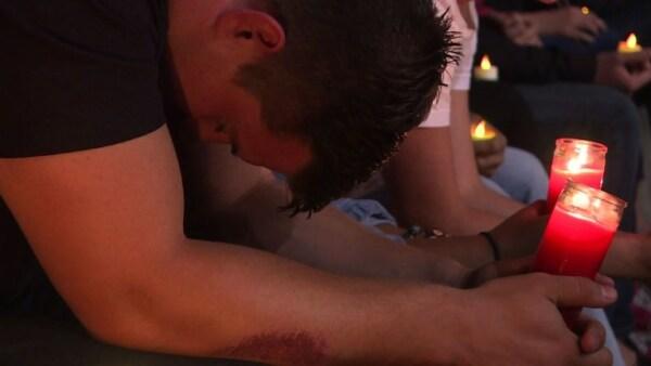 Con una vigilia, Nevada honra a las víctimas del tiroteo en Las Vegas