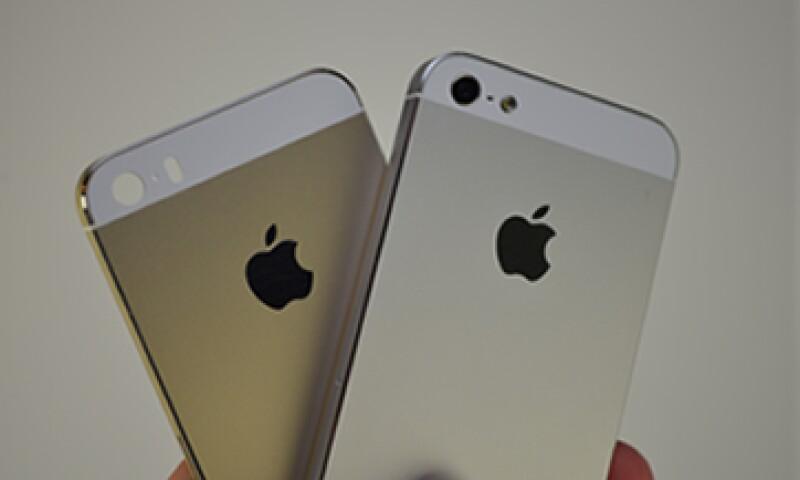 Apple presentó el iPhone 5C, un dispositivo más económico, y el iPhone 5S, su modelo más caro hasta la fecha. (Foto: Tomada de sonnydickson.com)