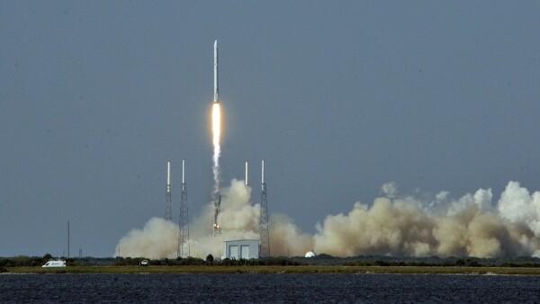 El cohete que lanzó la compañía SpaceX desde la Estación de la Fuerza Aérea Cabo Cañaveral.