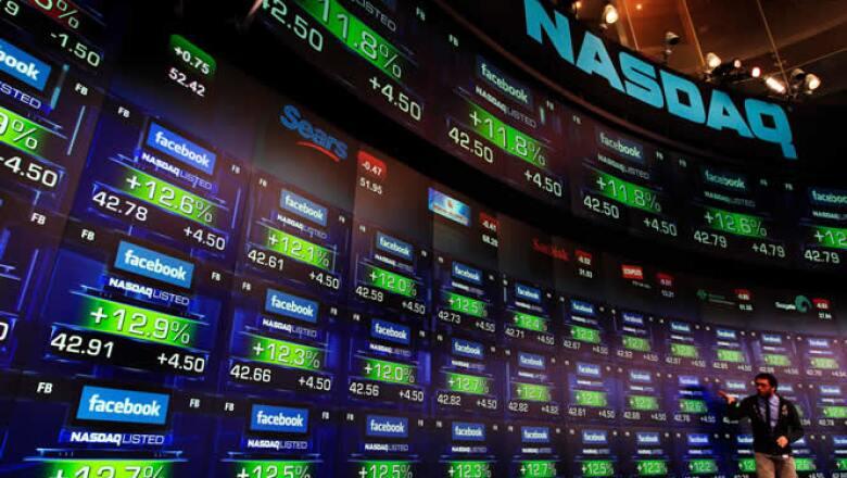 El precio de la acción de Facebook llegó a hasta los 43 dólares en su primera hora en el mercado.