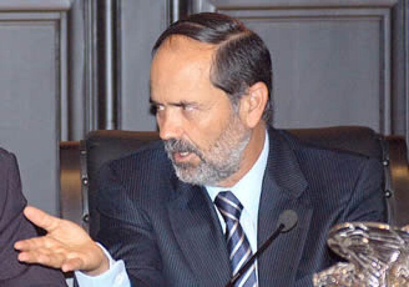 El senador panista Gustavo Madero dijo que tendrá que revisarse y considerarse el déficit como una fuente de origen de recursos extraordinarios. (Foto: NTX)