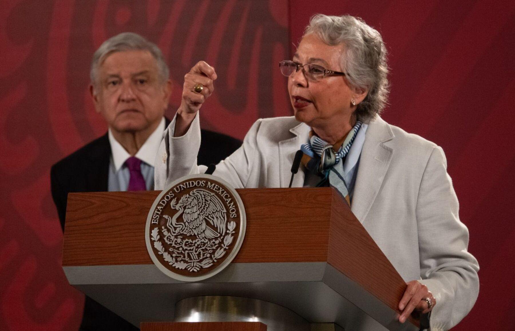 Andrés Manuel López Obrador, presidente de México, acompañado de Olga Sánchez Cordero, secretaria de Gobernación, durante la conferencia matutina en Palacio Nacional